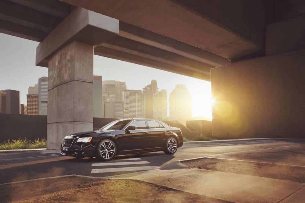 2014 Chrysler 300 SRT8 Core front 5.jpg