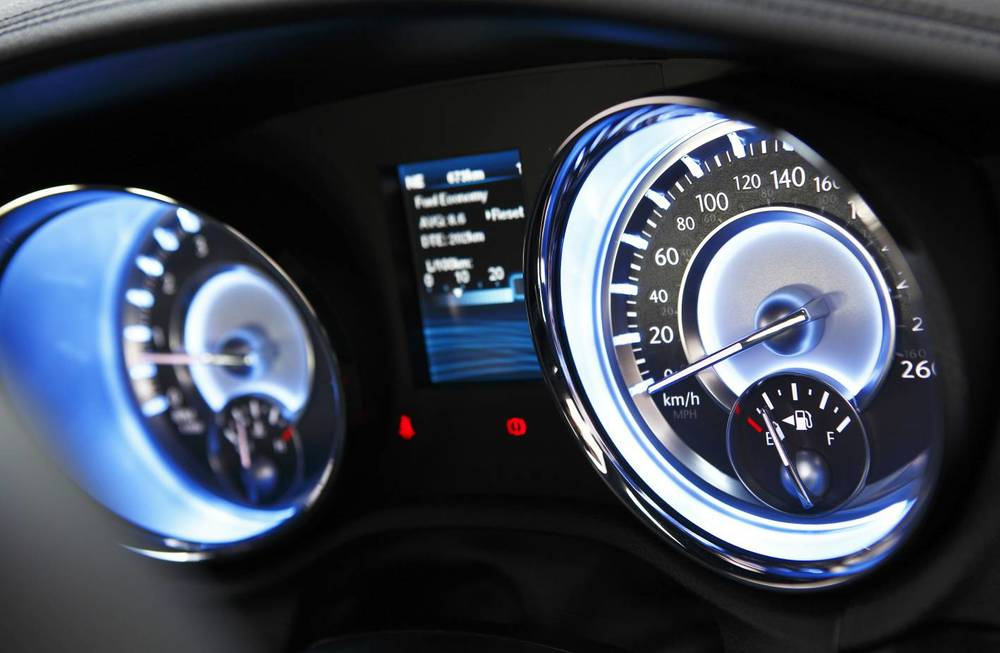 2014 Chrysler 300 SRT8 Core instruments.jpg