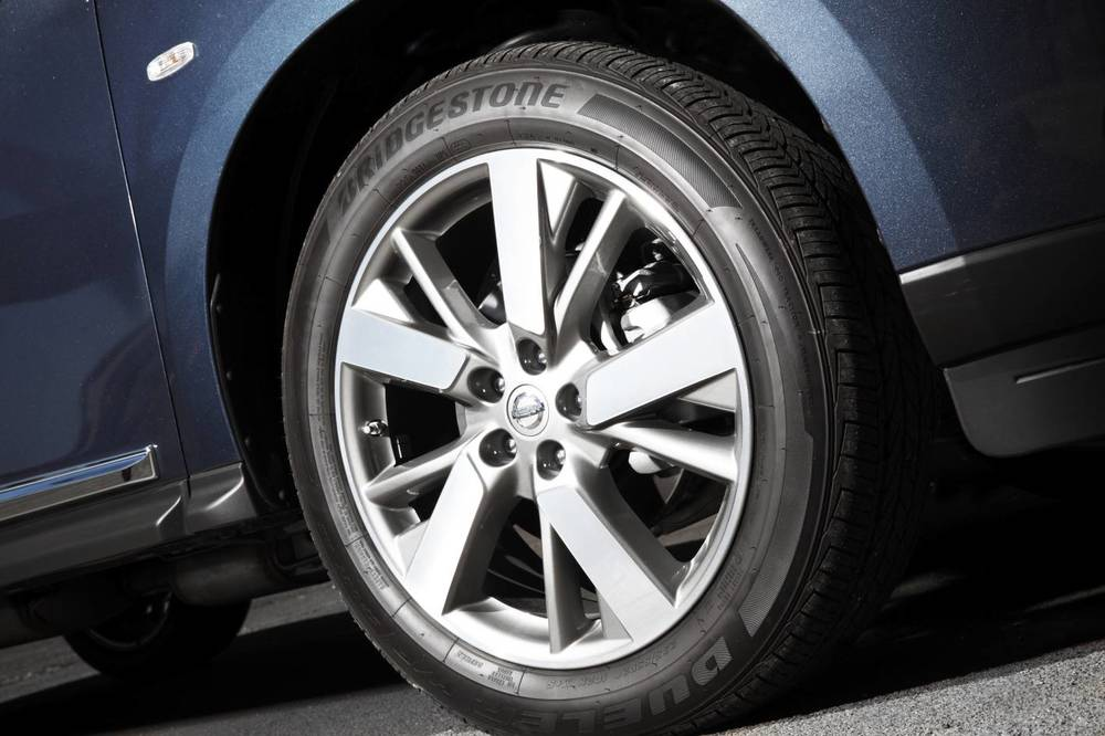 2014 Nissan Pathfinder 04.jpg