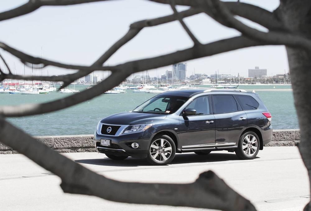2014 Nissan Pathfinder 05.jpg