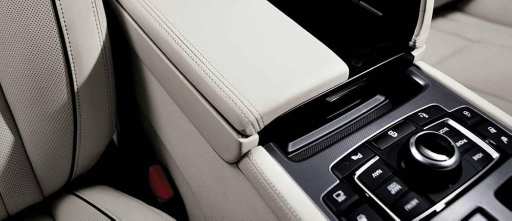 2015 Hyundai Genesis sedan 11.jpg