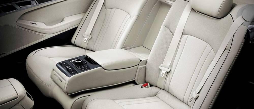 2015 Hyundai Genesis sedan 13.jpg