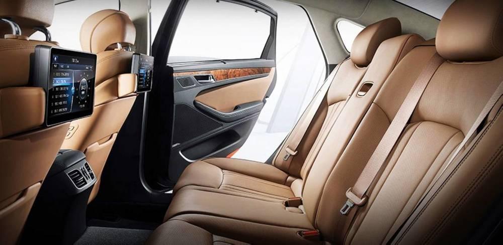 2015 Hyundai Genesis sedan 12.jpg