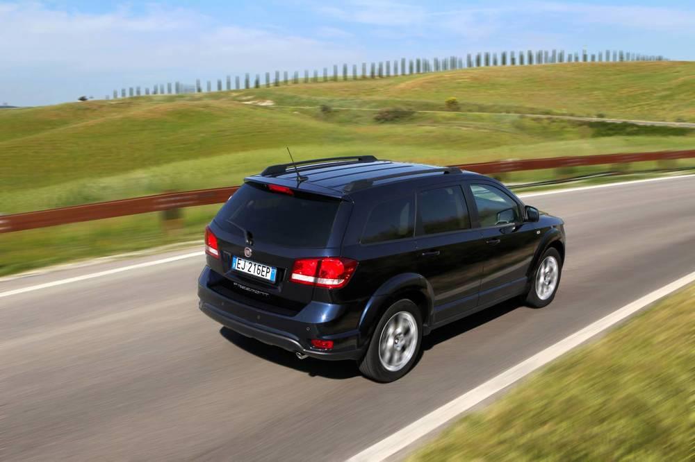 2012 Fiat Freemont 5.jpg