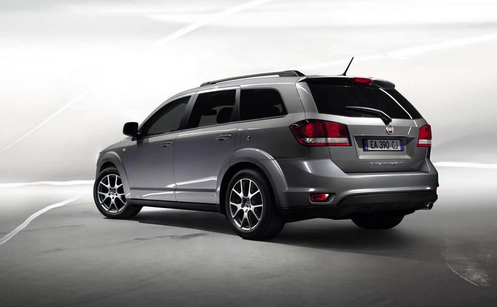 2012 Fiat Freemont 2.jpg