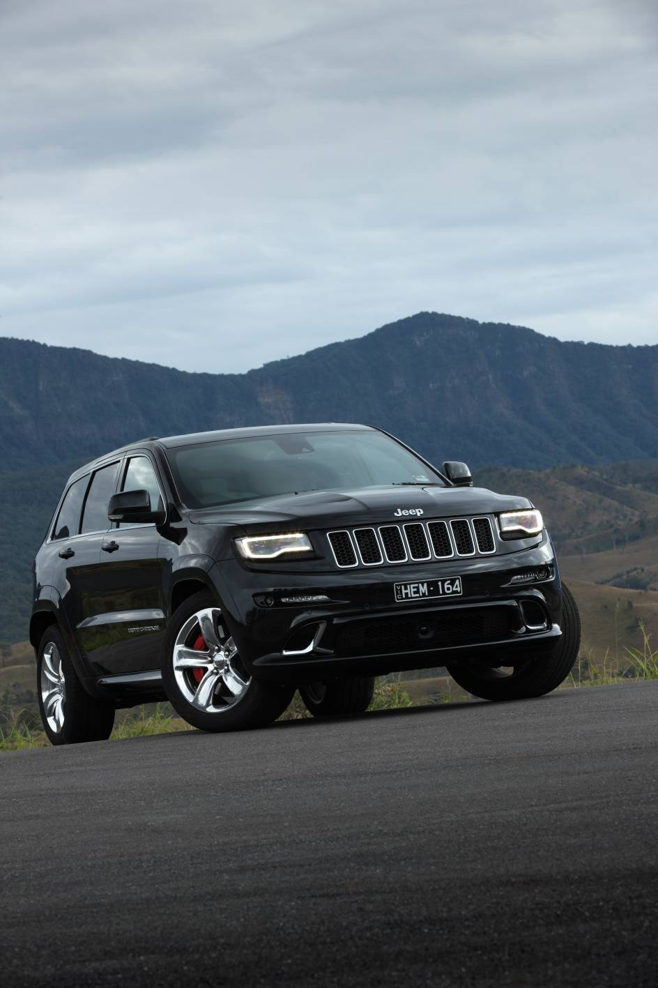 2014 Jeep Grand Cherokee SRT b.jpg