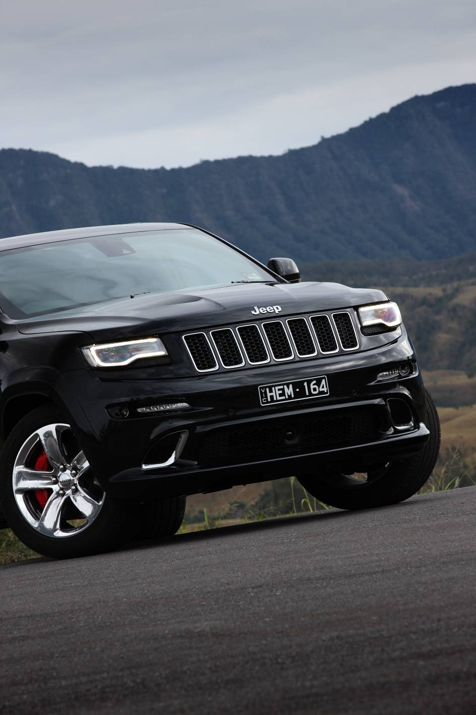 2014 Jeep Grand Cherokee SRT c.jpg