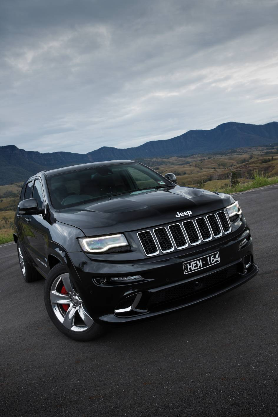 2014 Jeep Grand Cherokee SRT d.jpg