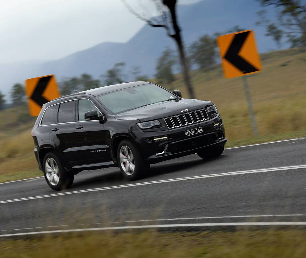 2014 Jeep Grand Cherokee SRT l.jpg