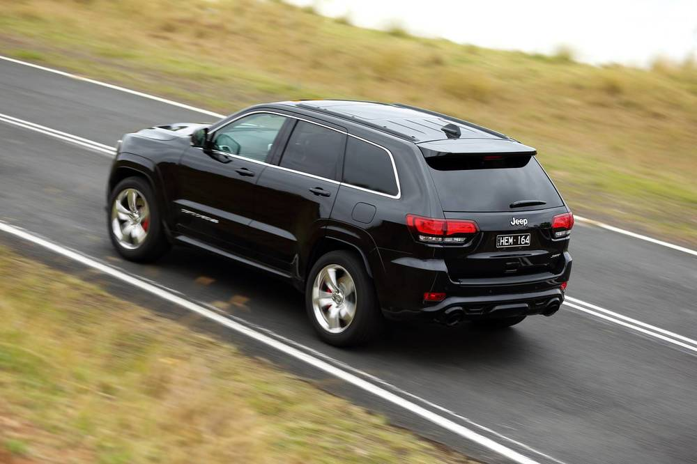 2014 Jeep Grand Cherokee SRT q.jpg