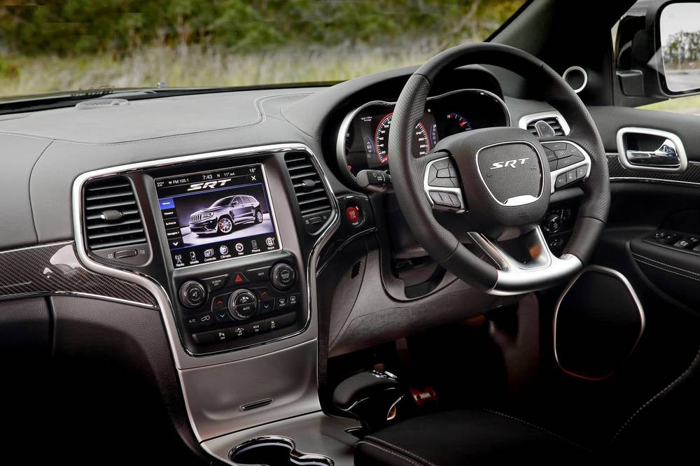 2014 Jeep Grand Cherokee SRT y.jpg