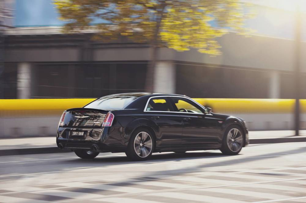 2014 Chrysler 300 SRT8 Core l.jpg