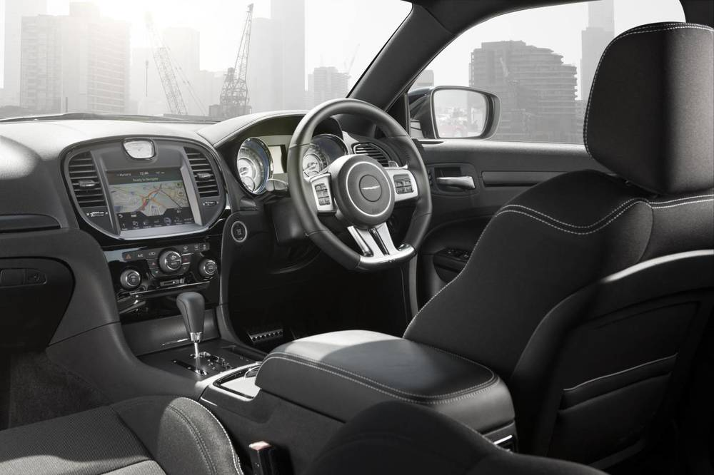 2014 Chrysler 300 SRT8 Core v.jpg