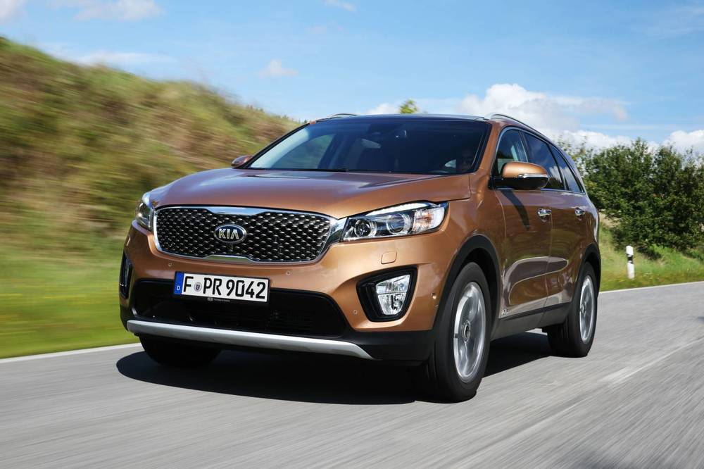 2015 Kia Sorento raises the bar on Kia's largest SUV in a similar way to the recent 2015 Hyundai Santa Fe upgrade - but in Kia's case, Sorento's visual appeal is w-a-y up too