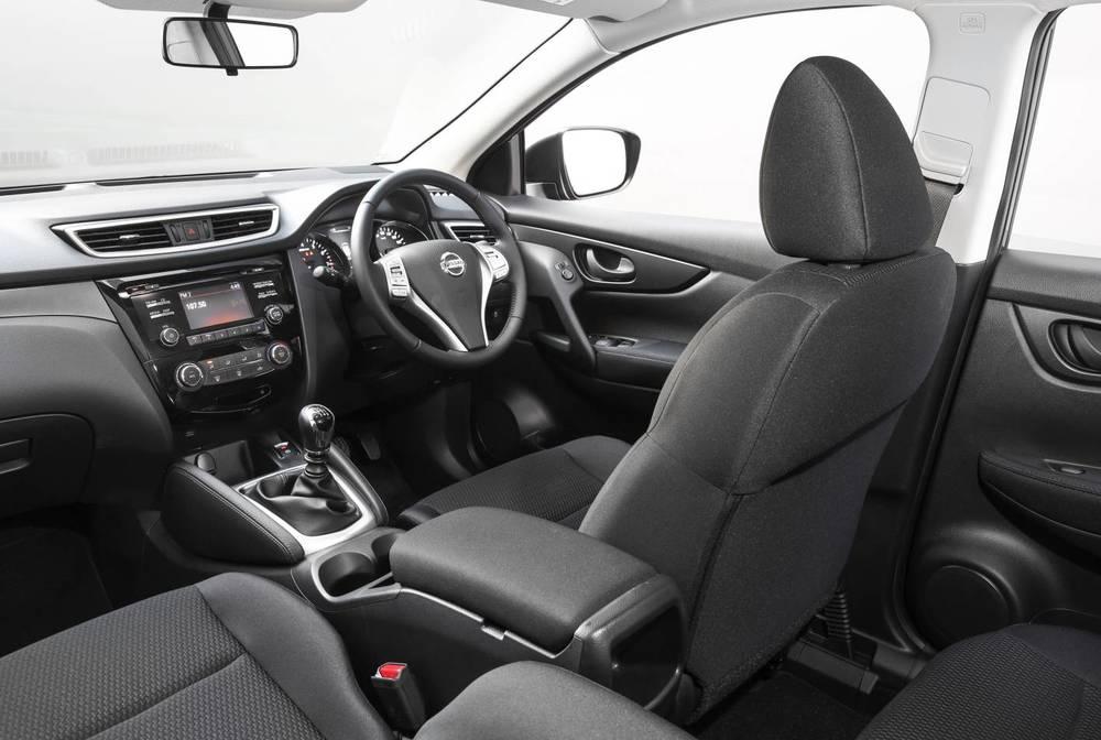 2015 Nissan Qashqai d.jpg