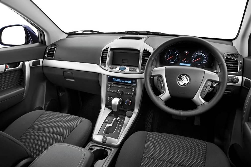 2014 Holden Captiva 7 e.jpg