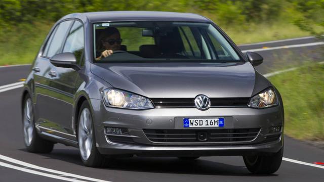 2014 Volkswagen Golf a.jpg