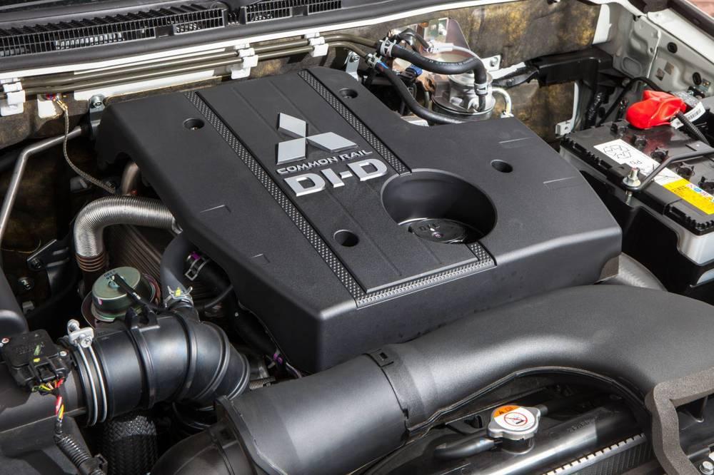 2015 Mitsubishi Pajero 4.jpg