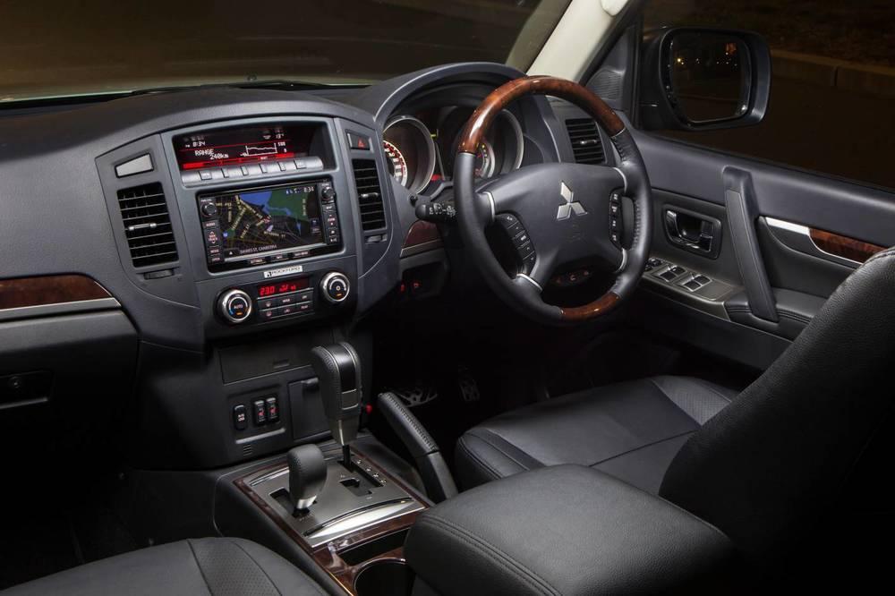 2015 Mitsubishi Pajero 3.jpg