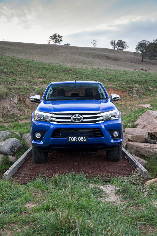 Toyota Hilux Ute 2016 07.jpg