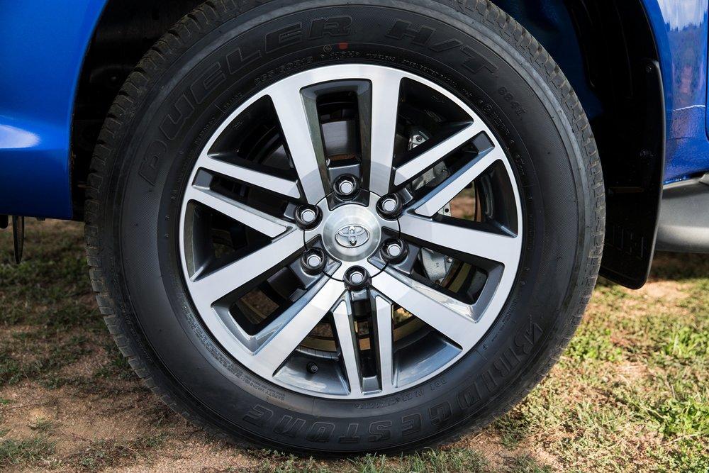 Toyota Hilux Ute 2016 17.jpg
