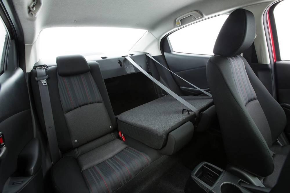 2016 Mazda2 16.jpg