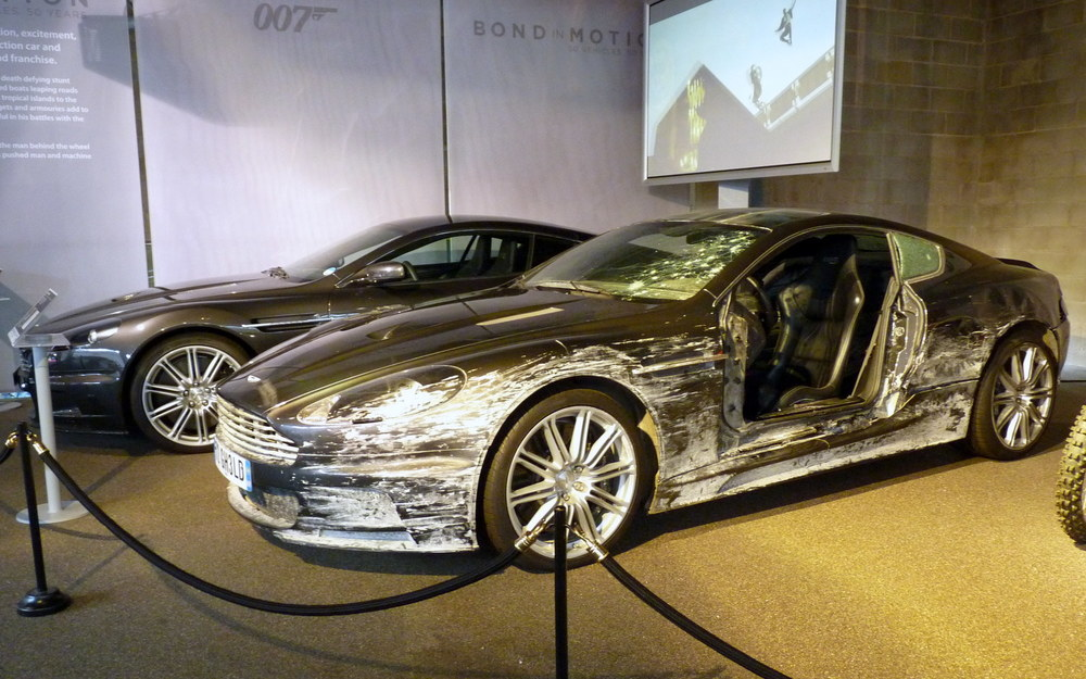 james-bond-aston-martin-dbs-crashed.jpg