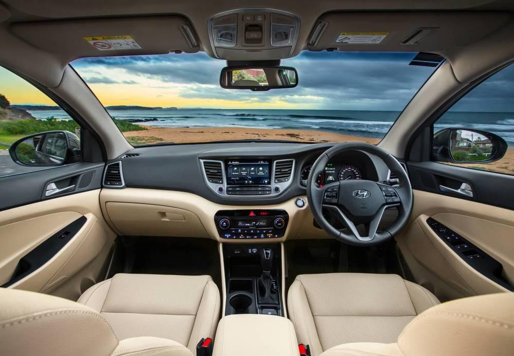 2016 Hyundai Tucson Highlander int 2.jpg