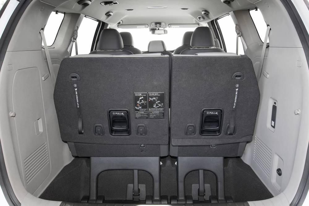 2016 Kia Carnival cargo - 8 seater.jpg