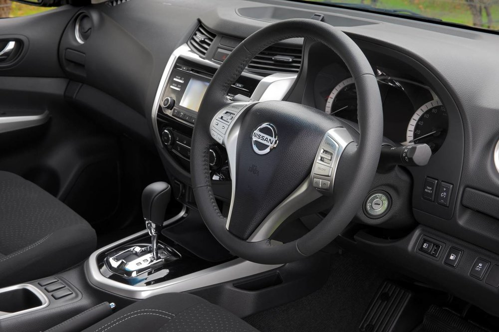 2017 Navara king cab interior 3.jpg