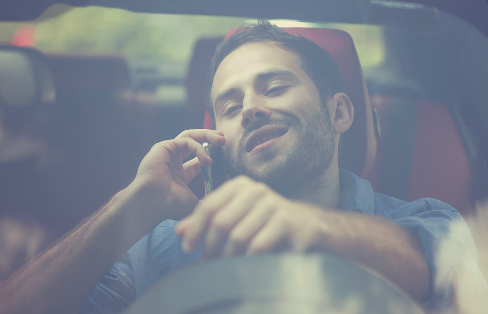 photodune-16614896-handsome-young-man-talking-on-mobile-phone-while-driving-his-car-l.jpg