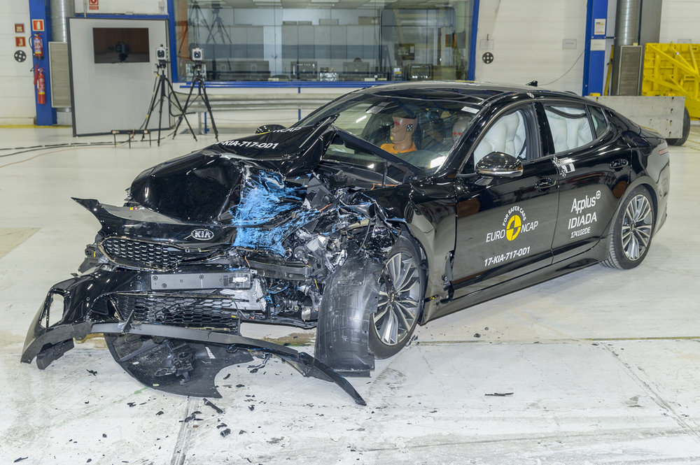 Kia Stinger crash 3.jpg