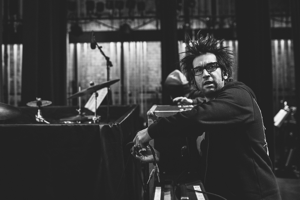 Motion_City_Soundtrack_And_Steven_Yeun_Perform_On_Wits_004.JPG