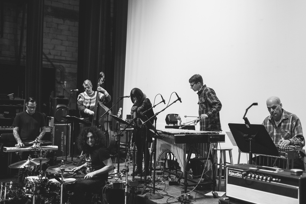 Motion_City_Soundtrack_And_Steven_Yeun_Perform_On_Wits_016.JPG