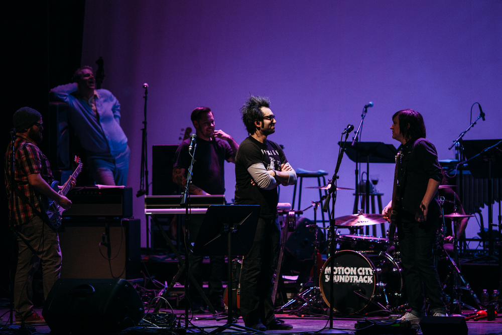 Motion_City_Soundtrack_And_Steven_Yeun_Perform_On_Wits_055.JPG