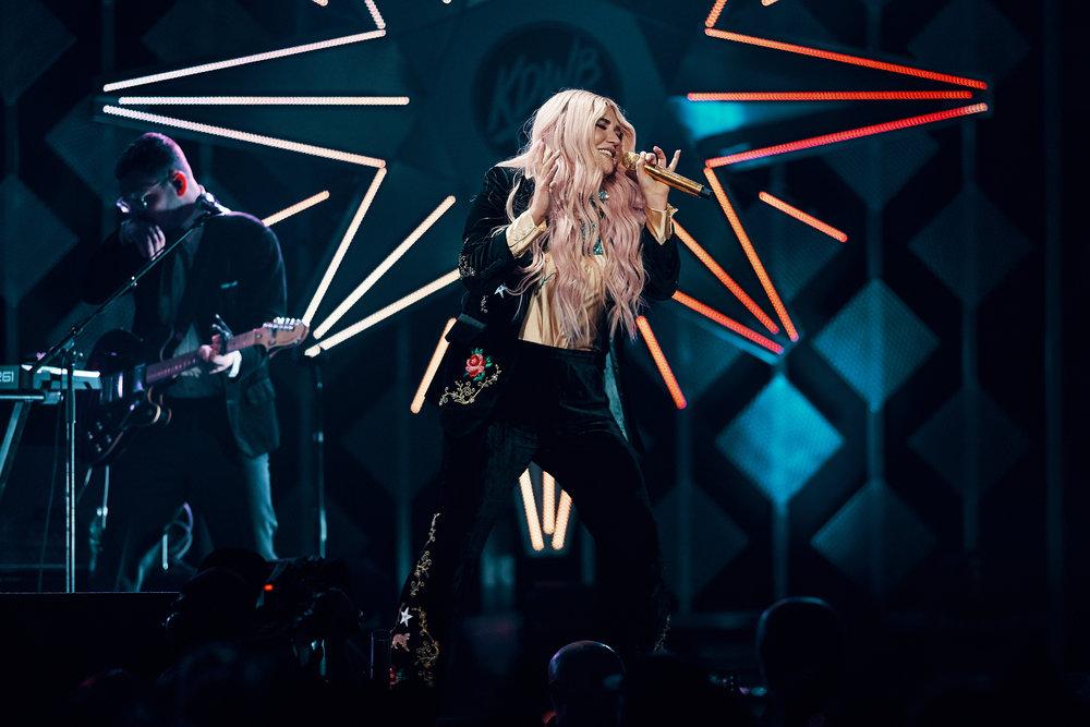 Kesha_at_Jingle_Ball_12-04-2017_Photo_By_Joe_Lemke_008.jpg