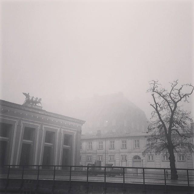 Hey, who stole #christiansborg - #torvaldsens #fog #mist #copenhagen #blackandwhite #insta_bwgramers