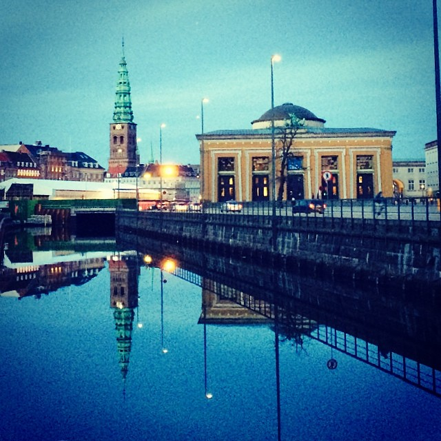 #torvaldsenmuseum and #Nikolajkunst #reflections in the #canal - #copenhagen