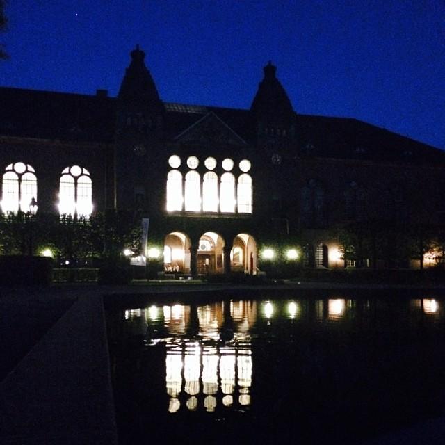 #reflections #windows #water #light #night #kongeligebibliotekshave #copenhagen