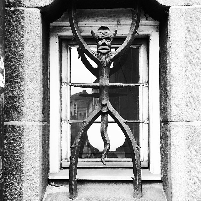 I walk passed this little chap every morning, only really saw it today - #ironwork #architecture #jackfrost #rådhuset #copenhagen #fresheyes #windows