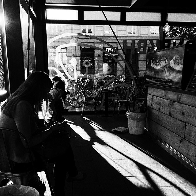 waiting for a pizza at #Gorm's on a sunny evening in #torvehallerne #copenhagen - #blackandwhite #vscocam
