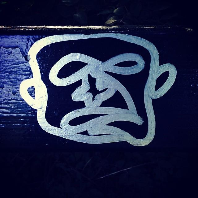 Great face drawn from a single line on the bench in #ørstedspark #copenhagen #graffiti