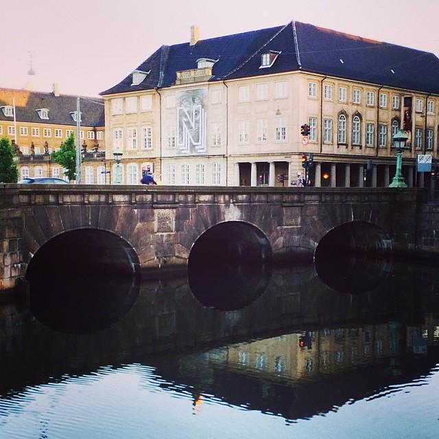 Arches or tunnels #stormbroen #copenhagen #reflections