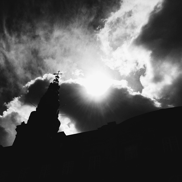 Dramatic burst of #sunlight behind #parliament - #blackandwhite #christiansborg #copenhagen #clouds