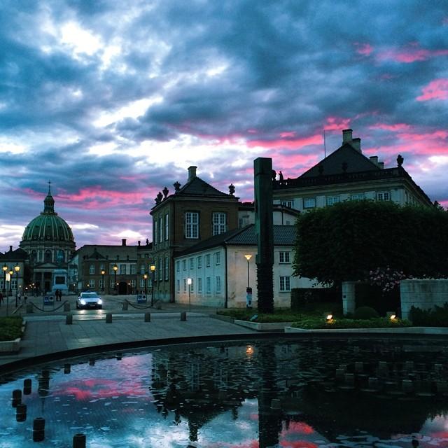 #amelieborg #copenhagen #sunset #reflections #vscocam