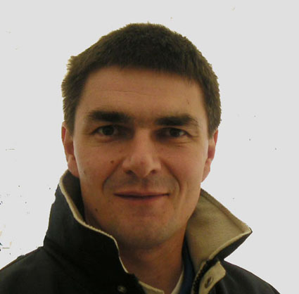 À partir du premier janvier prochain, c'est Eddy Joseph qui remplacera Ronald Klock comme directeur de la filiale belge du constructeur allemand. Eddy Joseph, ingénieur en électromécanique de formation a débuté sa carrière chez Bosch –Rexroth. Au début des années 2000, il occupera les fonctions de Sales Manager chez Besmat d'abord et ensuite chez Bia qu'il quittera pour devenir chef des ventes chez Bergerat Monnoyeur. À la barre de Wirgen Belgium depuis de très nombreuses années, Ronald Klock prendra sa retraite en juin 2017 après avoir fait de son entreprise le«numéro un » des distributeurs de matériels routiers. Lors de l'inauguration des nouvelles installations inaugurée en 2004 par JurgenWirtgen en personne, Ronald Klock a rappelé à cette occasion que depuis la présence en Belgique de Wirtgen en 1973, le constructeur s'était taillé une solide réputation comme un des fournisseurs de machines de construction le plus important avec une part de marché impressionnante avec particulièrement ses fraiseuses routières qui font référence sur nos chantiers. Wirtgen Belgium distribue également les rouleaux Hamm, les finisseurs Vögele, les appareils de concassage/recyclage Kleemann et les centrales d'enrobage Benninghoven.     © Bull BTP © photo CDU