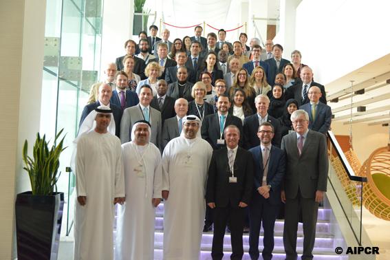 À l'occasion de la première réunion du Comité exécutif à Abu Dhabi (Émirats arabes unis), Claude Van Rooten a animé un débat stratégique autour des priorités de l'Association. Parmi les priorités qui se sont ainsi dégagées, il faut retenir que le Comité exécutif souhaite œuvrer de façon à ce que l'Association fasse mieux connaître ses nombreuses activités, vers un public large comme envers ses membres, sache aussi être flexible et réactive, de façon à faire la preuve de son utilité sociétalemais encore puisse anticiper les attentes de ses membres et de la société pour mieux y répondre, continue à produire des livrables reconnus et de grande qualité, en faisant preuve d'efficience et enfin prenne en compte la grande diversité de ses membres, qui est une des forces de l'AIPCR .,« J'accorde une grande priorité à ce que l'AIPCR construise sur ses forces et son histoire, et sache chaque jour faire la preuve de son utilité vis-à-vis de ses membres comme de la société »  a conclu Claude Van Rooten à l'issue de ce débat. Il a assuré que le fonctionnement de l'Association et de ses instances s'adaptera aux évolutions de notre temps :  «L'AIPCR est une centenaire sans cesse rajeunie ; elle doit, plus encore que par le passé, faire connaître ses activités et la qualité de ses productions ».  Dans ce contexte, le Comité exécutif a confié une mission de réflexion à Maria del Carmen Picón (Espagne) qui, en s'appuyant sur un groupe d'étude restreint, analysera les méthodes de travail qui devront guider l'élaboration du futur Plan stratégique de l'Association. Les principales conclusions seront présentées au Comité exécutif et au Conseil de l'Association, dont les prochaines réunions se tiendront en octobre 2017 à Bonn (Allemagne).     L'AIPCR, un réseau collaboratif fort à tous les niveaux     Pour alimenter ses analyses, l'Association pourra se baser sur le dialogue constant qu'elle entretient avec ses membres, et notamment les gouvernements et leurs Premiers Délégués, et sur les