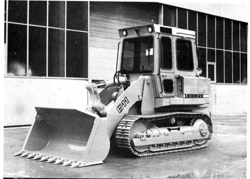 Ce chargeur sur chenilles avec transmission hydrostatique a été lancé dans le courant de 1985. Il faisait partie de trois modèles allant de 85 CV à 150 CV. Il était pourvu d'une transmission hydrostatique   Principales caractéristiques techniques : capacité du godet : 1,2 m3, puissance moteur : 63kW (85 CV), poids en ordre de marche : 11,30/11,35 t, charge de basculement statique :7.900kg.     IH Drott 250
