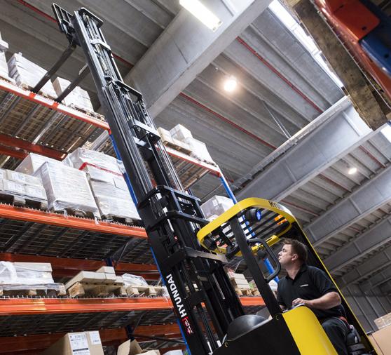 Ces nouvelles installations se composent de bureaux d'une superficie de 5 400 m² sur trois étages, d'un entrepôt de 13 000 m², du centre de formation Hyundai Training Academy, d'une salle d'exposition, etc. L'ensemble représente un investissement de 30 millions€. Ce nouveau site de 81.000m2 est essentiellement dédié au stockage de pièces de rechange. Quant aux machines elles proviennent de Corée du Sud et sont stockées à Zwijndrecht   sur un vaste dépôt appartenant à la société Van Moer Logistics. A partir de là, elles sont livrées aux distributeurs soit par bateaux soit par la route.      Une nouvelle société, un nouveau siège social, une nouvelle vision
