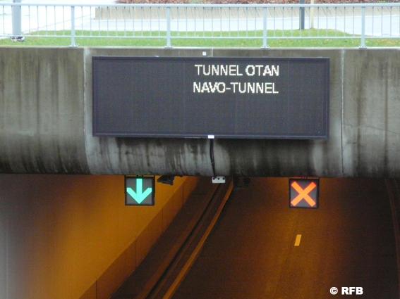 Depuis de très nombreuses années, toutes les prévisions annonçaient une future augmentation du trafic routier. Depuis lors la Road Federation Belgium plaide pour la construction de chaînons manquants prioritaires et pour l'amélioration de certains axes notamment aux environs de grandes agglomérations. En 15 ans, 45 ont été réalisés dont un seul à Bruxelles ; le tunnel d'accès à l'OTAN . Rien qu'en Wallonie, la RFB a recensé pas moins de huit chaînons manquants prioritaires pour une meilleure fluidité du trafic de marchandises. Il s'agit  en UN  de   la liaison entre Cerexhe (E40-E42) et Beaufays,  en DEUX  on trouve dans le Brabant Wallon la liaison entre Haut-Ittre (Ring 0 et Rebecq (A8-E429). Vient ensuite en position  TROIS  l'autoroute A28 en Athus et Sterpenich ( E2E411) etc .  (voir carte ci-dessus   ).  Qui se souvient encore du projet permettant de boucler à la hauteur du virage de Forest sur le ring de Bruxelles qui reste un des plus importants chaînons manquants du pays et qui n'a pas pu se faire. En cause, la démolition des ponts dit «inutiles » et à une levée de boucliers de la part des pouvoirs publics et de nombreux riverains!     Deuxième constat : L'entretien des routes. Le mal Belge
